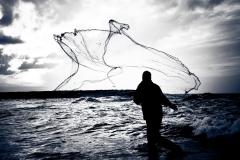 Serpme atan Balıkçı
