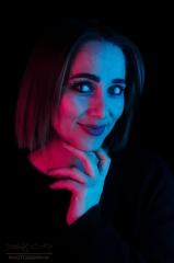 Studio da renkli ışıkla portre